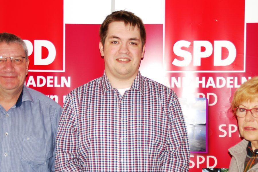 Zu sehen sind unser Vorsitzender Michael Schlobohm, unser neuer Bürgerhelfer Mario Stellberger und unser Vorstandsmitglied Ulla Holthiausen.